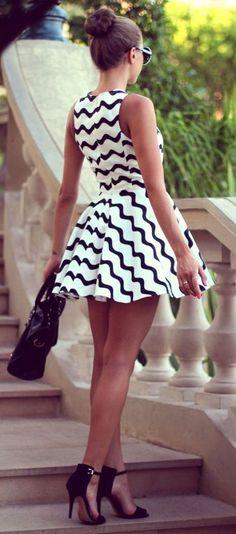 Vestido linha-a mini preto e branco - http://vestidododia.com.br/modelos-de-vestido/vestidos-linha-a/vestidos-linha-a/
