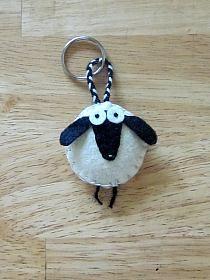 Meryl the Sheep Felt Keychain, via Etsy. Sheep Crafts, Felt Crafts, Fabric Crafts, Sewing Crafts, Felt Keychain, Keychains, Sheep And Lamb, Penny Rugs, Stuffed Animal Patterns