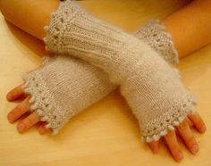 All free knitting fingerless gloves - Knitting : Knitting Design . Crochet Mittens, Crochet Gloves, Crochet Yarn, Crochet Pattern, All Free Knitting, Knitting Patterns, Wrist Warmers, Hand Warmers, Fingerless Gloves Knitted