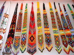 Visita la entrada para saber más Resin Crafts, Bead Crafts, Jewelry Crafts, Native American Beading, Native American Jewelry, Bead Loom Patterns, Beading Patterns, Beaded Hat Bands, Beaded Jewelry