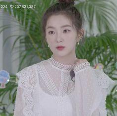 💐「@kimmiecla✌︎」💐 White Aesthetic, Kpop Aesthetic, Red Velvet Irene, Black Velvet, Red Valvet, Asia Girl, Seulgi, My Princess, White Roses