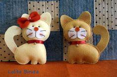 gatinhos de feltro feitos à mão