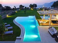 Greek Tourist Organization MHTE 1042K91002991401 The villa is superbly situated only 50 meters from drapanias beach of the tranquil bay of kissamos with breathtaking views across the cretan sea and magnificent ...