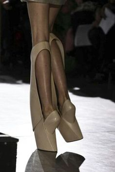 iris van herpen] Repinned by www.fashion.net