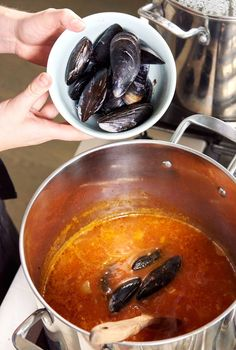 How To Make A Seafood Stew To Warm Every Heart Seafood Cioppino, Seafood Stew, Seafood Dishes, Seafood Recipes, Cooking Recipes, Dinner Recipes, Cioppino Recipe Easy, Lobster Bisque Soup, Best Seafood Restaurant