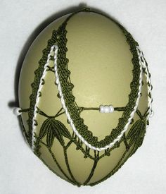 bobbin lace egg by Martina Mahler on facebook
