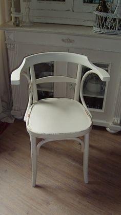 Schöner alter Armlehnenstuhl in Shabby Chic Stil von antikminka auf DaWanda.com