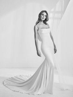 "Wedding dress balconette neckline - ""Rama"" Atelier Pronovias 2018 Haute Couture"