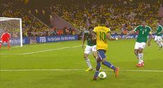 2013 vs now Brazilian player - Neymar Jr Skills, fancy footwork!