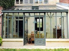 How to make the small greenhouse? There are some tempting seven basic steps to make the small greenhouse to beautify your garden. Outdoor Greenhouse, Backyard Greenhouse, Small Greenhouse, Greenhouse Ideas, Extension Veranda, House Extension Design, House Design, Modern Greenhouses, Garden Room Extensions