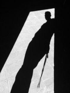 Ni en tu propia sombra...