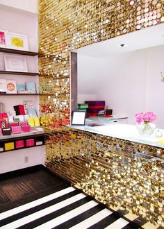 Sequin wall at soho kate spade.I would give anything to have a sequin wall somewhere! Diy Simple, Easy Diy, My New Room, My Room, Sequin Wall, Sequin Fabric, Do It Yourself Design, Sweet Home, Diy Casa