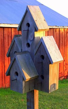 Love this rustic birdhouse