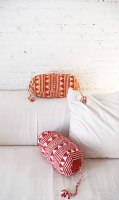 Pillow Crochet Marrakech Red triangles by lacasadecoto on Etsy