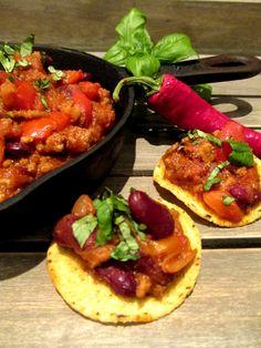 Chili con carne on helppoa ja halpaa arkiruokaa joka samalla on ihan loistosettiä tupareissa, talkoissa tai illanistujaisissa.     Vo...