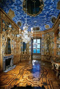 amazing room   royal blue & gold ,