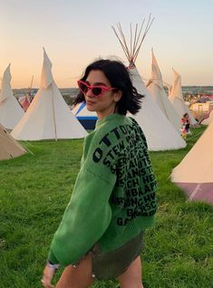 We're looking out for the girls encapsulating the festival spirit with their fun, carefree and idiosyncratic style. This is our Glastonbury style roundup. Star Fashion, Look Fashion, Gypsy Fashion, Fashion Music, Trendy Fashion, Girl Fashion, Mode Outfits, Fashion Outfits, Trendy Outfits