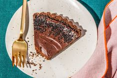 Miso is usually used in savory dishes, but it gives depth and umami to chocolate. Try it with this easy tart. Chocolate Graham Cracker Crust, Chocolate Filling, Chocolate Buttercream, Best Chocolate, Chocolate Desserts, No Bake Desserts, Delicious Desserts, Yummy Food, Dessert Drinks