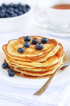 vanilla cinnamon protein pancakes, plus other recipes that are under 300 calories! Best Protein, Protein Foods, Healthy Protein, Whey Protein, High Protein, Easy Protein Pancakes, Quinoa Pancakes, Protein Powder Pancakes, Breakfast Pancakes