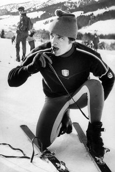 French Ski Style: How to Pull Off Spandex like Olympic Champion Jean-Claude Killy John Kennedy Jr., Caroline Kennedy, John John, Robert Redford, Alpine Skiing, Snow Skiing, Ski Vintage, Vintage Travel, Vintage Posters