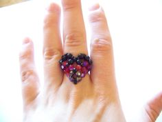 Pierścionek wg tutorialu Aleshii Beadifullnights: puffy heart beaded ring