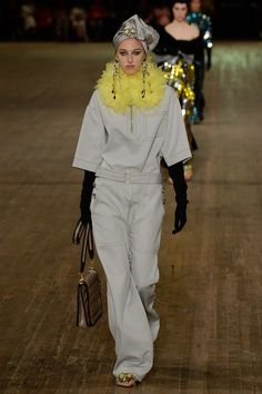 Marc Jacobs Spring 2018 Ready-to-Wear Undefined Photos - Vogue | this pale grey with this canary yellow