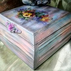Наталья Каримова-Киселева Decoupage Wood, Decoupage Furniture, Wooden Jewelry Boxes, Wooden Boxes, Pallet Boxes, Funky Painted Furniture, Altered Boxes, Painted Boxes, Wood Creations
