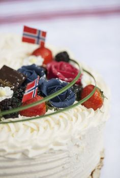 Decorations for the norwegian national day table - mai / Photo: Mester Grønn Cake Decorating, Cheesecake, Desserts, Celebration, Food, Decorations, Tips, Table, Ideas