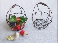 ワイヤーバスケット(かご)の作り方 - YouTube Aluminum Crafts, Wire Hangers, Wire Baskets, Wire Crafts, Miniture Things, Wire Art, Plant Hanger, Crafts To Make, Dollhouse Miniatures