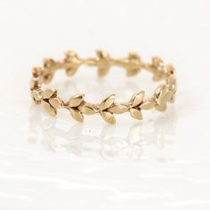 Vine Wedding Band in 14k Gold // 14k Gold par MelanieCaseyJewelry