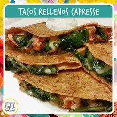 TACOS CAPRESE!   Ingredientes:  -Rapiditas light  -Tomate   -Queso magro  -Hojas de albahaca    Preparación: Cortar el tomate, el queso y la albahaca. Rellenar las rapiditas con los ingredientes y llevar a horno para dar un golpe de calor y fundir el queso.