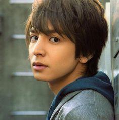 たれ目と輪郭。少年ぽい雰囲気がいい/生田斗真