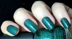 China Glaze Holiday 2014 – Twinkle Collection: Pine-ing for Glitter over Out Like a Light