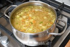 Ouderwetse kippensoep - Keuken♥Liefde Healthy Meals For Kids, Good Healthy Recipes, Healthy Breakfast Recipes, Easy Meals, Dutch Recipes, Cooking Recipes, Amish Recipes, Enjoy Your Meal, Healthy Slow Cooker