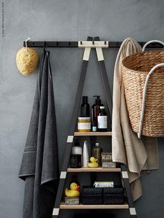 IKEA PS 2014 vägghylla, KASTANJENÖT kruka, FRÄJEN badhandduk, BLADIS låda.