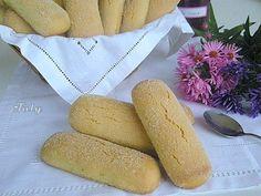 """BISCOTTI """"DORMIENTI""""Circa 520 gr di farina 00- 200 gr circa di uova(pesate con guscio)- 200 gr di zucchero- 100 gr di olio d'oliva 10 gr di ammoniaca (di supermercato)- La buccia grattugiata di 1 bel limone- ½ cucchiaino di estratto di vaniglia(sostituibile con vanillina)-  Impasto, riposo di una notte, rotolini da circa 2 cm di diametro, pezzi lunghi circa 10-11 cm. Otterrete biscotti, dopo la cottura di circa 12-13 cm di lunghezza e larghi 4-5 cm. ..."""