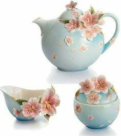 Sevgi Afternoon Tea Recipes, Tea And Crumpets, Bone Crafts, China Sets, Tea Cozy, Pottery Art, Tea Time, Tea Party, Chocolate Pots