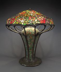 Zinnia Table Lamp, 1910 Tiffany Studios (Photo The Antique Store Drawer) Tiffany Stained Glass, Stained Glass Lamps, Tiffany Glass, Leaded Glass Windows, Tiffany Art, Antique Lamps, Unique Lighting, Glass Design, Lamp Light
