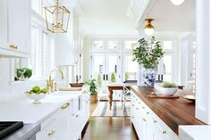 Cool 85 Beautiful White Kitchen Cabinet Makeover Design Ideas https://decorecor.com/85-beautiful-white-kitchen-cabinet-makeover-design-ideas