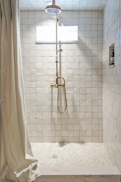 Kaemingk Design Modern Rustic Bathroom - Home Design World Earthy Bathroom, Rustic Bathroom Designs, Bathroom Interior Design, Home Interior, Modern Bathroom, Small Bathroom, Interior Decorating, Minimal Bathroom, Zebra Bathroom