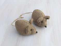 Nice woolen mice :-) These mice are stuffed with silicone bowls and dried lavender — you can put it on the shelf in the wardrobe or use for example as pincushion or simply as decoration. If the scent of lavender (from my country garden) disappears would be enough to sprinkle it to some drops of natural lavender oil.  Length (without tail and ears): ca 4 (10 cm)   Made in a smoke free house.  Ready to ship.   Please check dimensions carefully. Due to lighting conditions and monitor settings…