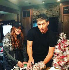 They r such a beautiful couple :D Jensen Ackles, Daneel Ackles, Jensen And Misha, Supernatural Destiel, Supernatural Seasons, Dean Winchester, Beautiful Couple, Gorgeous Men, Misha Collins