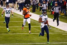With no intention of slowing down, the Seahawks' Percy Harvin returns the second-half kick off 87 yards for a touchdown.