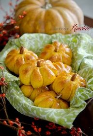 Pumpkin Dinner Rolls. #Thanksgiving #Idea.