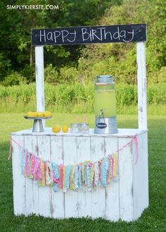 This adorable vintage lemonade stand has a reversible chalkboard sign, making it super easy to personalize it for all of your outdoor entertaining!