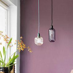 """""""Tape + maling = cool grafisk mønster på væggen ▫️◽️◻️ Farver: Y39 Gråspurv (den lyse) og R61 Vibeæg (den mørke). Fra vores nye trendbrochure lavet i…"""" Jotun Lady, Dusty Purple, Home Improvement Projects, My Room, Smart Tiles, Tapas, Color Schemes, Bedroom Decor, Ceiling Lights"""