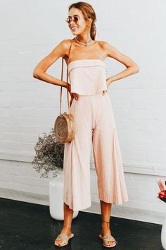 This is one of the chic family cookout outfit ideas! Looks Street Style, Looks Style, Simple Summer Outfits, Spring Outfits, Spring Clothes, Casual Date Night Outfit Summer, Spring Wear, Night Outfits, Fashion Outfits