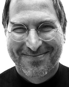 Steve Jobs Apple, Popular People, Famous People, Bill Gates Steve Jobs, Alter Computer, Work Pictures, Apple Inc, Black And White Portraits, Interesting Faces