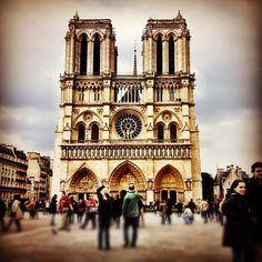 Parvis Notre-Dame — Place Jean-Paul II