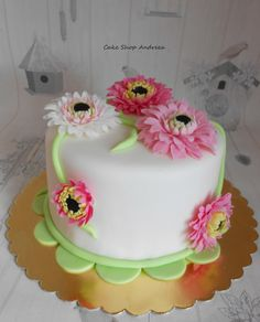 gerbera birthday cake,are decorated with pastel gerbera daisy flower paste ,handmade shaped. Mini Cakes, Cupcake Cakes, Cupcakes, Daisy Cakes, Flower Cakes, Gerbera Cake, Beautiful Cakes, Amazing Cakes, Cake Recipes